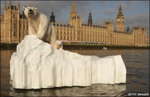 sculp-floating-down-thames-past-h-of-p-and-to-remind-mps-of-global-warming1
